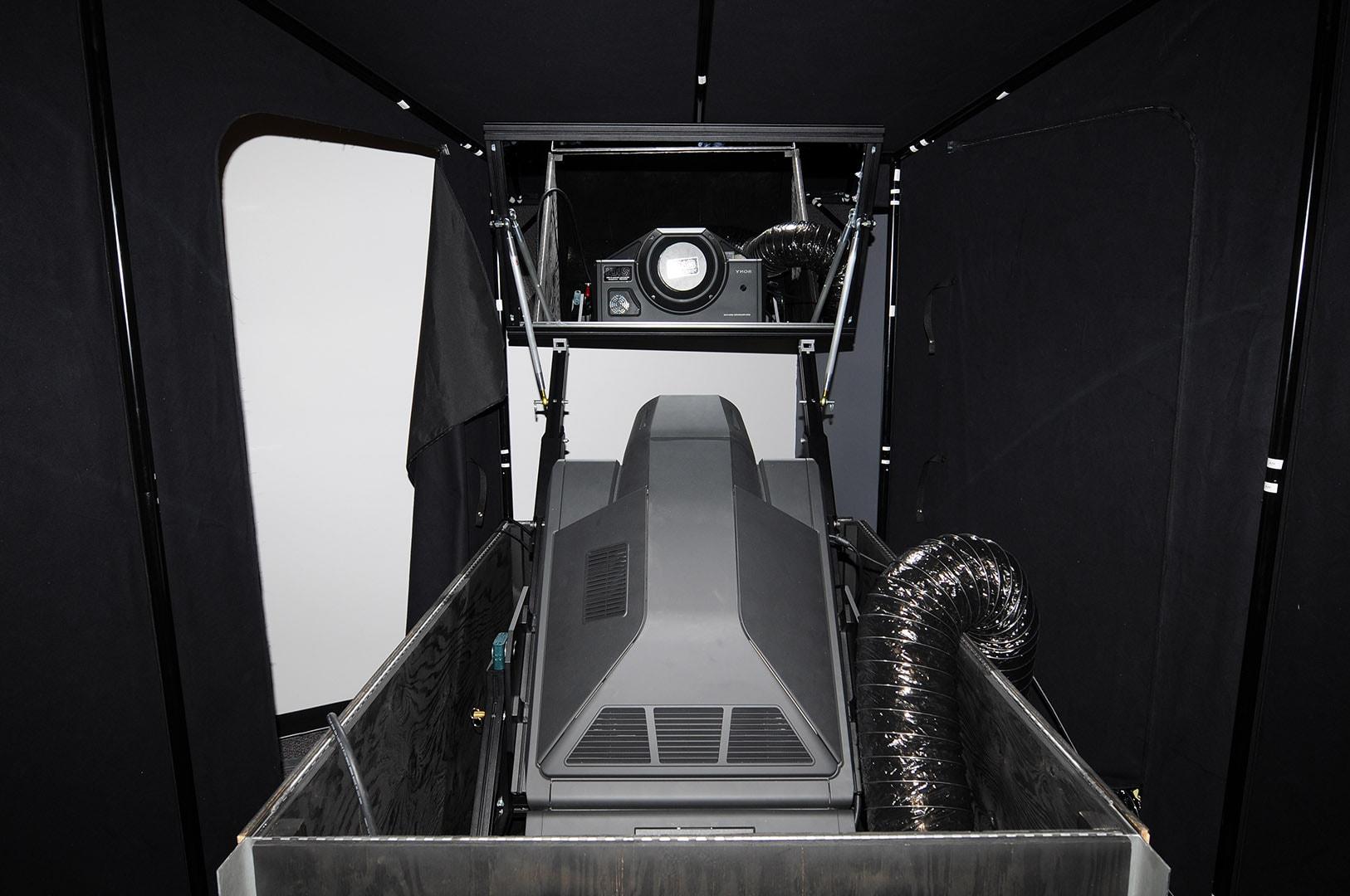 IGI 4K Powerwindow optical bounce projection system